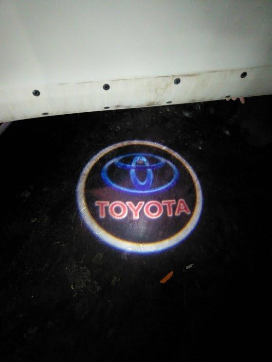 Проекция в двери Тойота